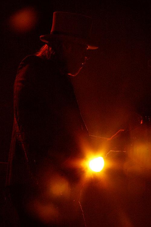 Onsdag 11.10.10 Sted: Rockefeller, Oslo I går gjorde Sivert Høyem med band årets siste konsert.Rockefeller var så godt som utsolgt. Den skottske trioen The Sparrow And The Workshop gjorde enmeget […]