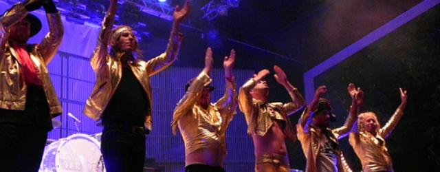 Det svenske glamrock-bandet The Ark har holdt sammen i 20år, men nå går medlemmene hver for seg. Bandet gir ut en Greatest Hits CD, og drar på enavskjedsturnéi norden. Sammen […]