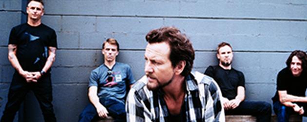 """I dag slapp Pearl Jamsingelen """"Sirens""""fra deres kommende album,Lightning Bolt. Låta, en nedstrippa power-ballade, er rett og slett fantastisk bra! Jeg våger å påstå at dette er noe av det […]"""