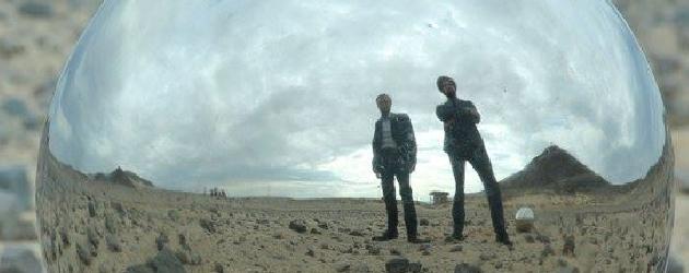 """Det er i sosiale medier det skjer. Forehåndslytt og snik-premierer på nytt materiale fra band """"all over"""". I dag la Los Angeles bandet Broken Bells ut sin nye singel """"Holding […]"""